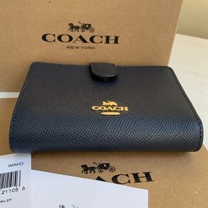COACH Medium Corner Zip Wallet F11484